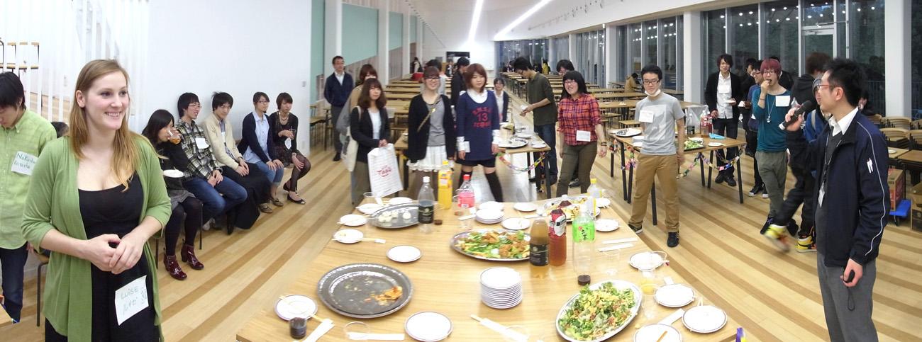 カフェテリアで歓迎Party〜♪