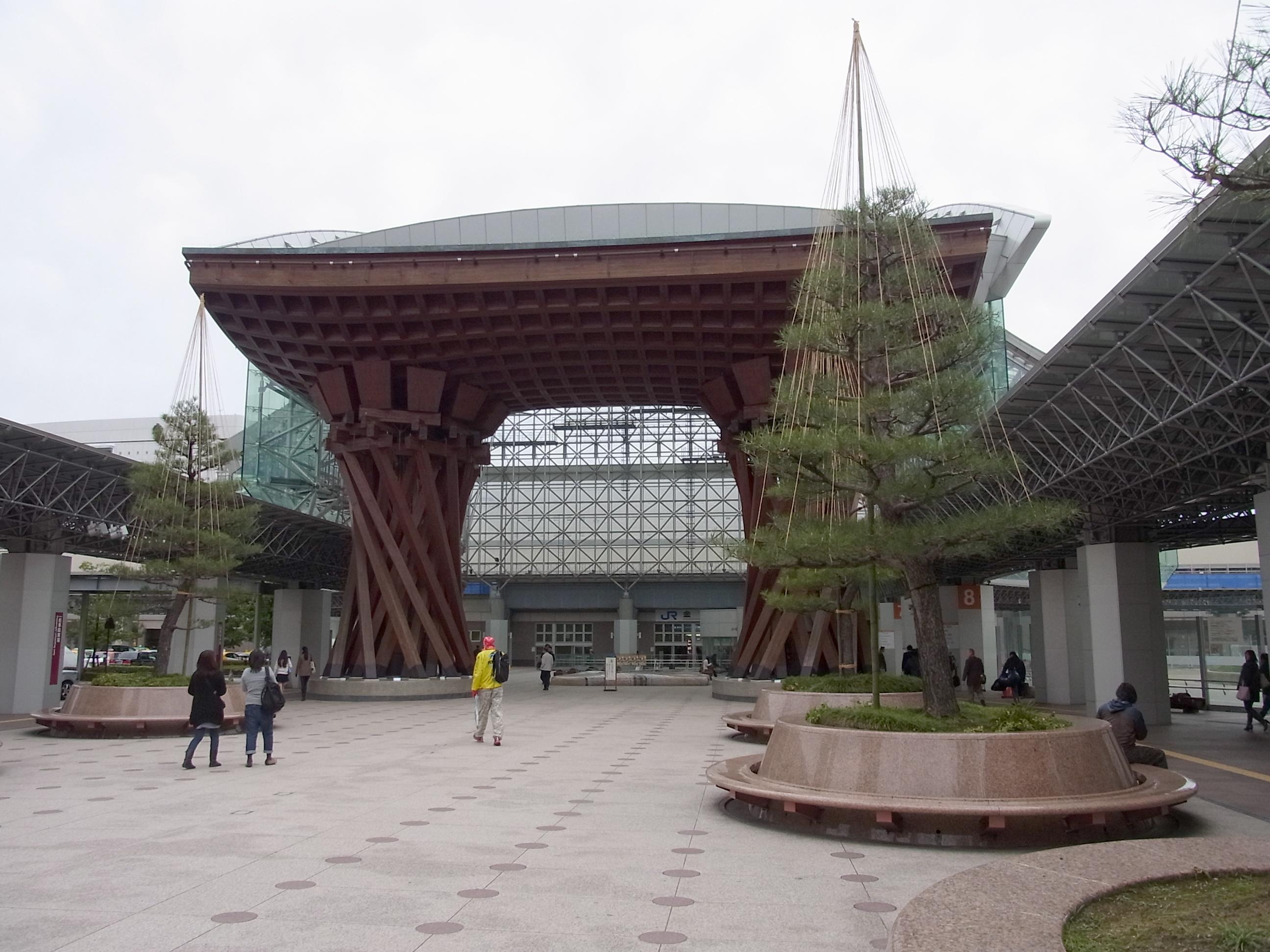 大迫力のJR金沢駅!